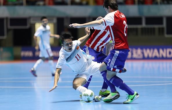 Futsal VN 1-7 Paraguay: Van Vu ghi ban dep mat cuoi tran hinh anh 18
