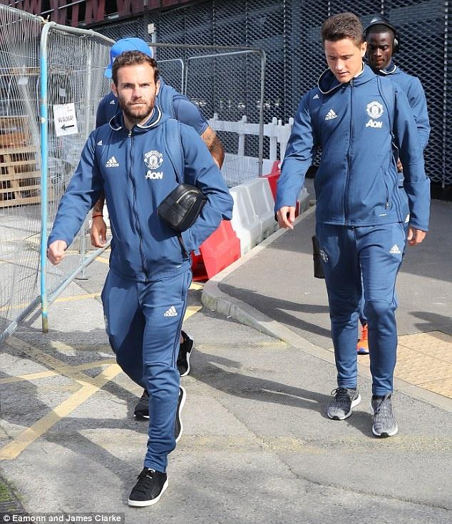 Ibrahimovic va Rooney cuoi tuoi truoc khi den Watford hinh anh 4
