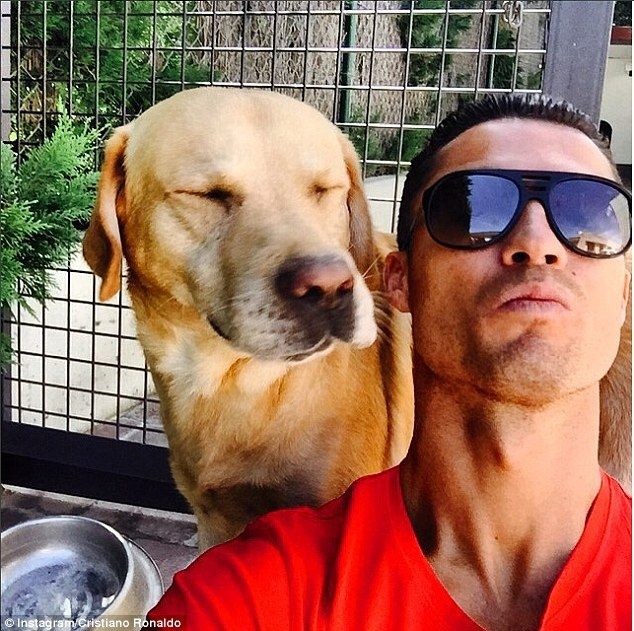 Ronaldo chao don 'thanh vien moi' cua gia dinh hinh anh 3