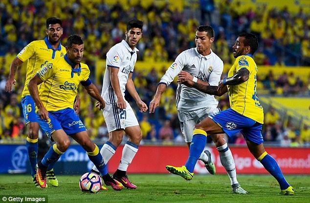Ronaldo chao don 'thanh vien moi' cua gia dinh hinh anh 4