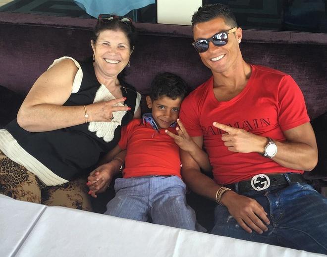Nhung hinh anh Ronaldo the hien tinh yeu danh cho con hinh anh 13