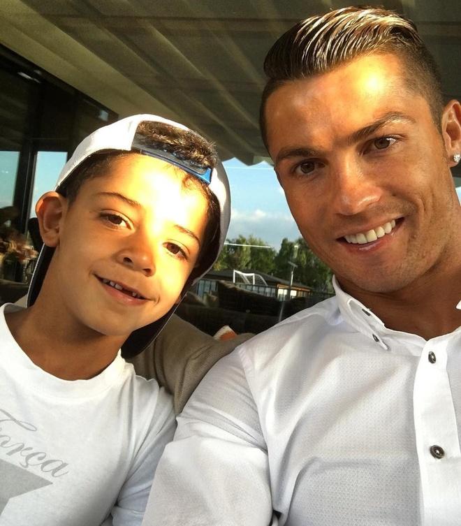 Nhung hinh anh Ronaldo the hien tinh yeu danh cho con hinh anh 5