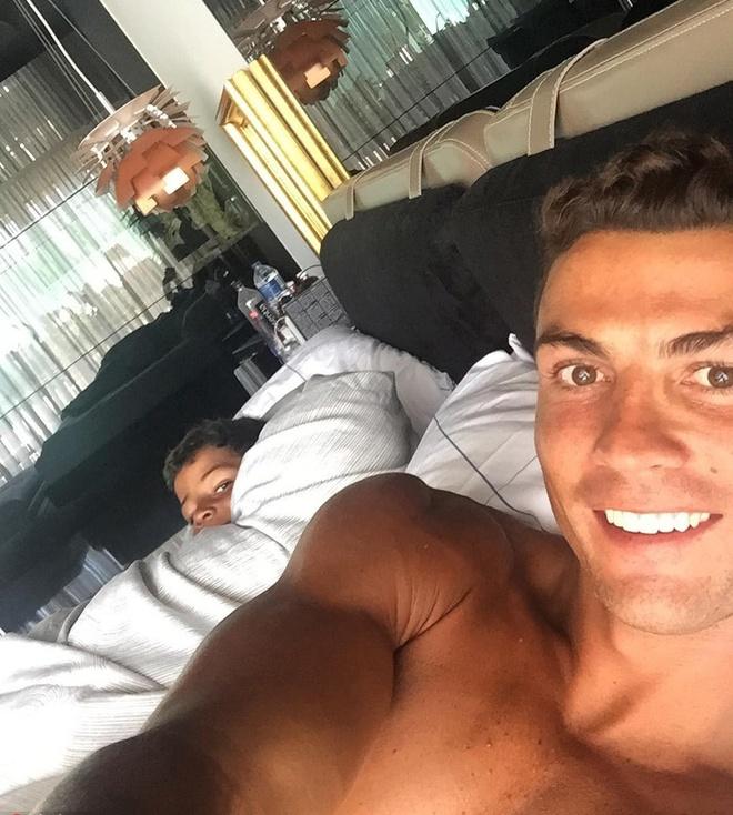 Nhung hinh anh Ronaldo the hien tinh yeu danh cho con hinh anh 9