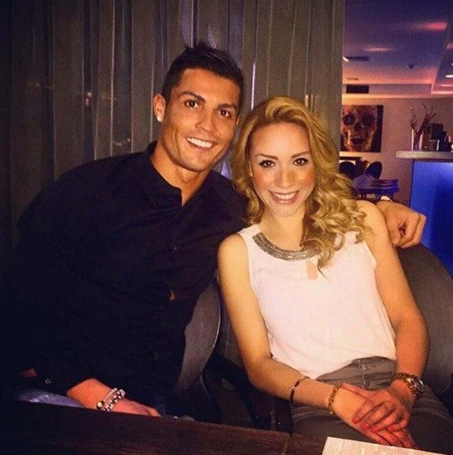 Nu co truong cua Ronaldo thich Barca, ham mo Messi hinh anh 1