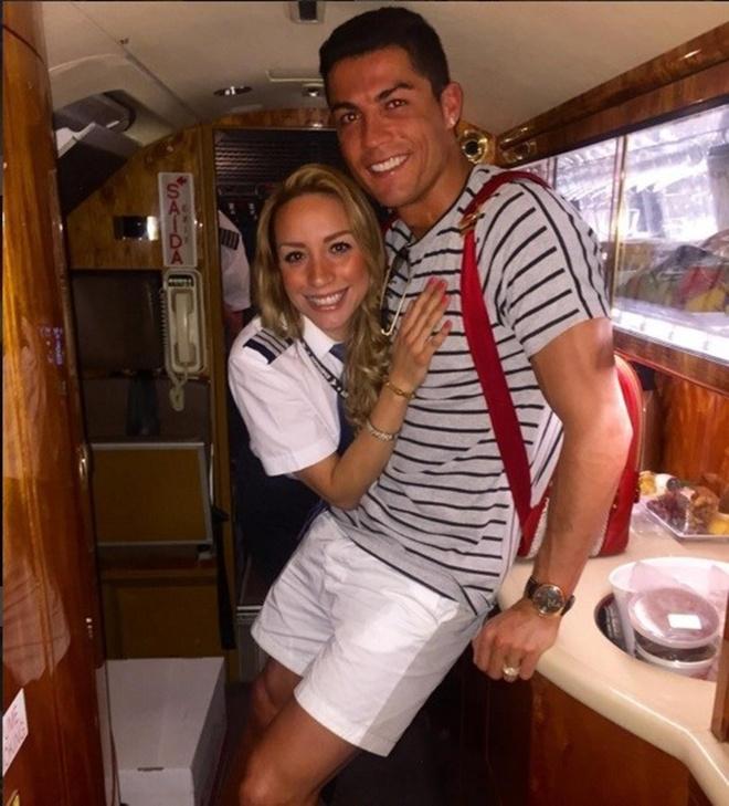 Nu co truong cua Ronaldo thich Barca, ham mo Messi hinh anh 2