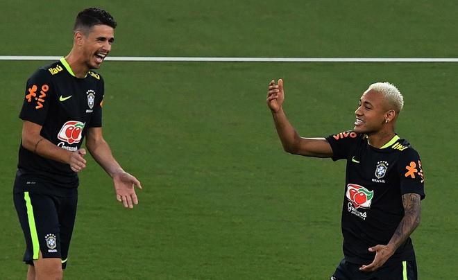 Neymar va dong doi thi nhau bieu dien ky thuat hinh anh 7