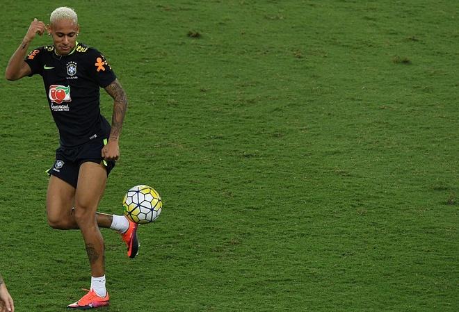 Neymar va dong doi thi nhau bieu dien ky thuat hinh anh 3