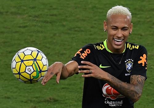 Neymar va dong doi thi nhau bieu dien ky thuat hinh anh