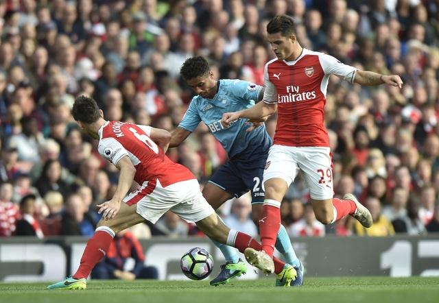 Arsenal 3-2 Swansea: 'Phao thu' thang du choi thieu nguoi hinh anh 21