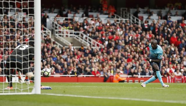Arsenal 3-2 Swansea: 'Phao thu' thang du choi thieu nguoi hinh anh 26