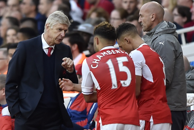 Arsenal 3-2 Swansea: 'Phao thu' thang du choi thieu nguoi hinh anh 27