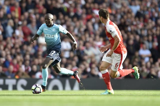 Arsenal 3-2 Swansea: 'Phao thu' thang du choi thieu nguoi hinh anh 13