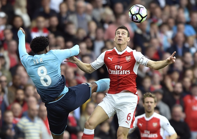 Arsenal 3-2 Swansea: 'Phao thu' thang du choi thieu nguoi hinh anh 14