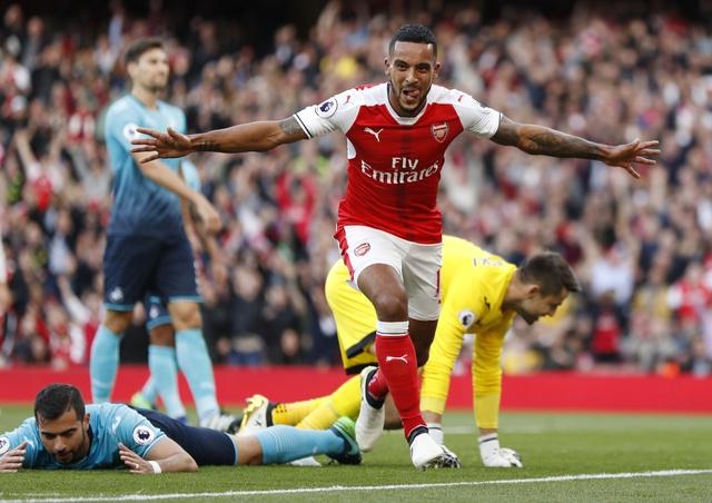 Arsenal 3-2 Swansea: 'Phao thu' thang du choi thieu nguoi hinh anh 16