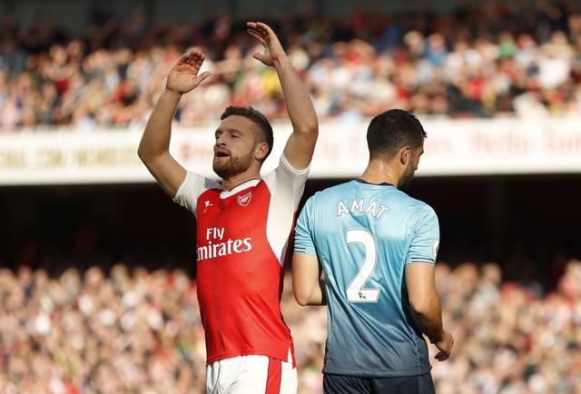 Arsenal 3-2 Swansea: 'Phao thu' thang du choi thieu nguoi hinh anh 15
