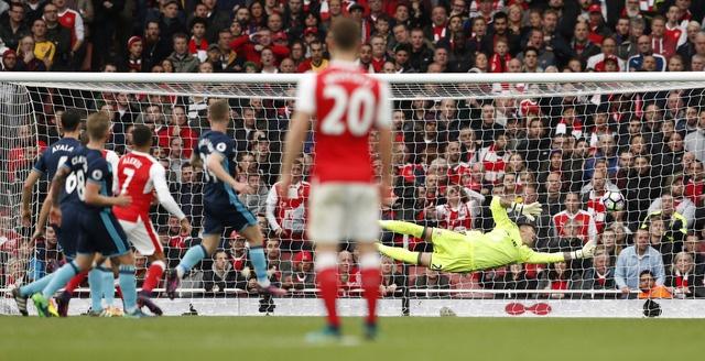 Arsenal khien Wenger kem vui trong ngay sinh nhat thu 67 hinh anh 28