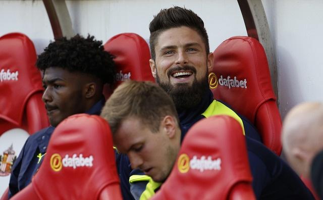 Giroud va Sanchez lap cu dup, Arsenal co tran thang 4-1 hinh anh 15