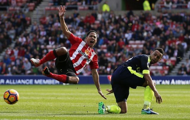 Giroud va Sanchez lap cu dup, Arsenal co tran thang 4-1 hinh anh 16