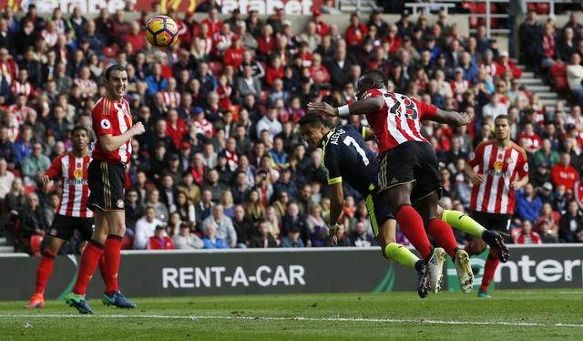 Giroud va Sanchez lap cu dup, Arsenal co tran thang 4-1 hinh anh 17