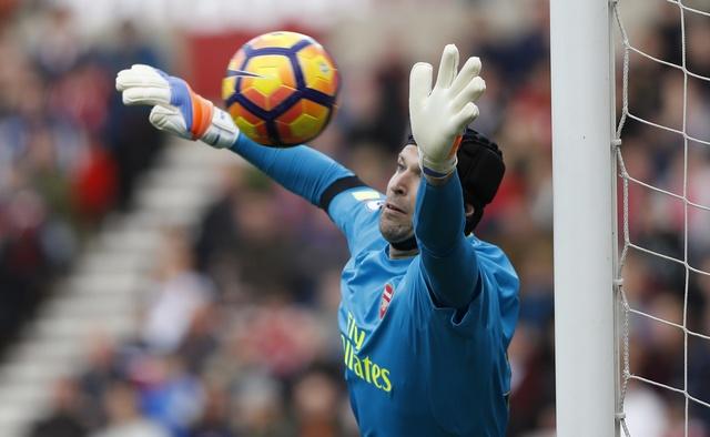 Giroud va Sanchez lap cu dup, Arsenal co tran thang 4-1 hinh anh 18