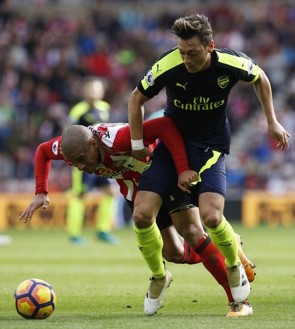 Giroud va Sanchez lap cu dup, Arsenal co tran thang 4-1 hinh anh 20