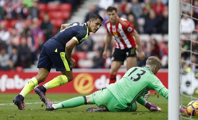 Giroud va Sanchez lap cu dup, Arsenal co tran thang 4-1 hinh anh 27