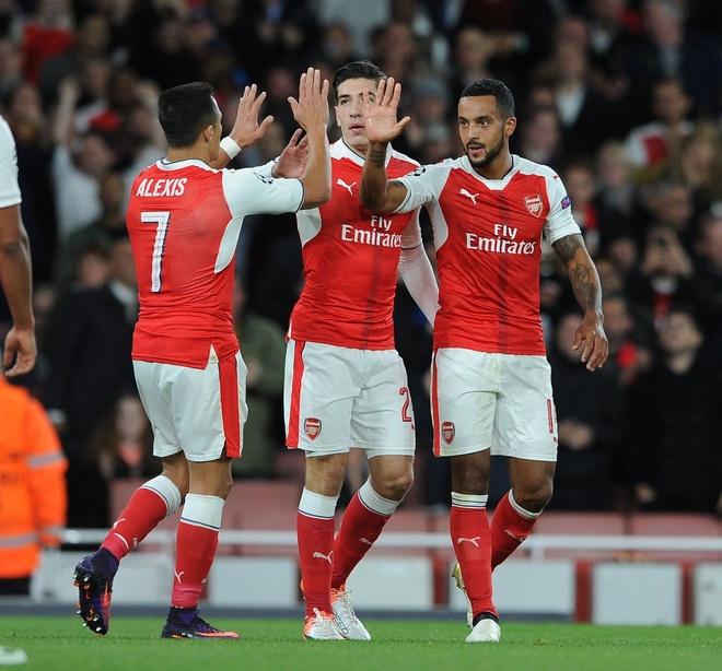 Giroud va Sanchez lap cu dup, Arsenal co tran thang 4-1 hinh anh 7