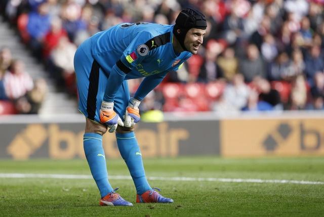 Giroud va Sanchez lap cu dup, Arsenal co tran thang 4-1 hinh anh 25