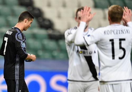 'Ronaldo may man tro thanh khan gia xem Real thi dau' hinh anh
