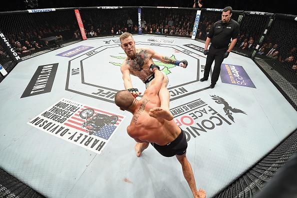 Ha knock-out doi thu, 'ga dien' McGregor di vao lich su UFC hinh anh 1
