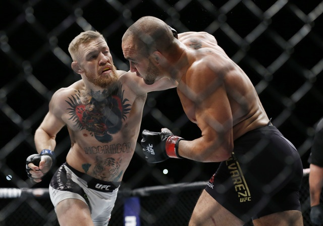 Ha knock-out doi thu, 'ga dien' McGregor di vao lich su UFC hinh anh 2