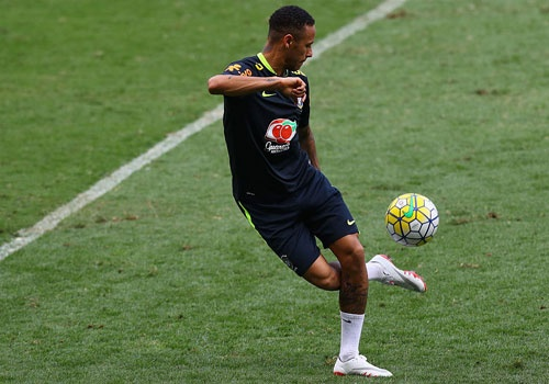 Neymar tro lai tap luyen sau khi sut tung luoi Argentina hinh anh