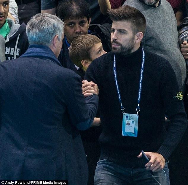 Nghi van Jose Mourinho muon dua Pique ve MU hinh anh 4