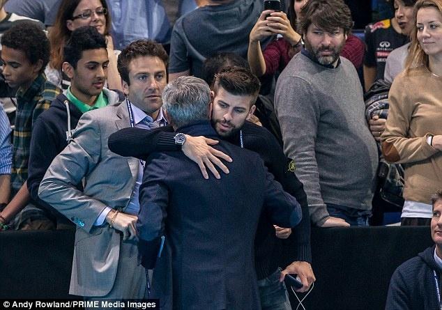 Nghi van Jose Mourinho muon dua Pique ve MU hinh anh 5