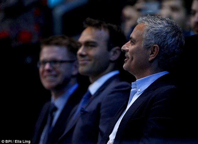 Nghi van Jose Mourinho muon dua Pique ve MU hinh anh 6