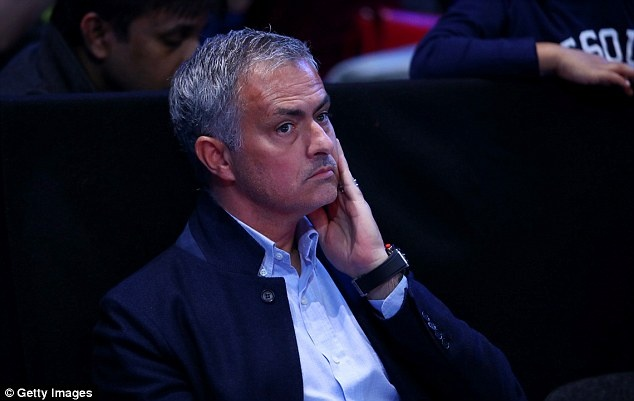 Nghi van Jose Mourinho muon dua Pique ve MU hinh anh 8