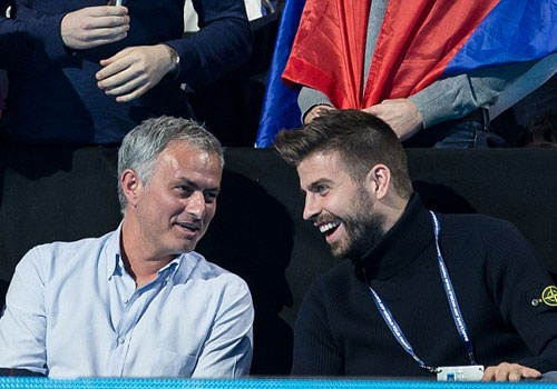 Nghi van Jose Mourinho muon dua Pique ve MU hinh anh