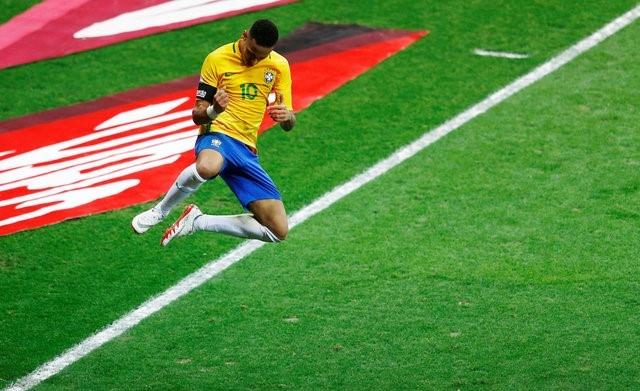 Neymar va dong doi xay chac ngoi dau sau chien thang 2-0 hinh anh 3