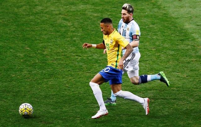 Neymar va dong doi xay chac ngoi dau sau chien thang 2-0 hinh anh 6
