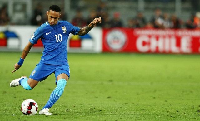 Neymar va dong doi xay chac ngoi dau sau chien thang 2-0 hinh anh 15