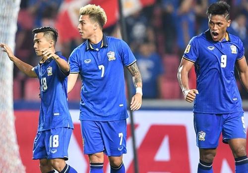 'Doi tuyen Thai Lan gay bao tai AFF Cup 2016' hinh anh