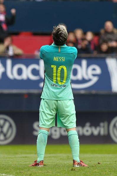 Osasuna 0-3 Barca: Messi lap cu dup ban thang hinh anh 10