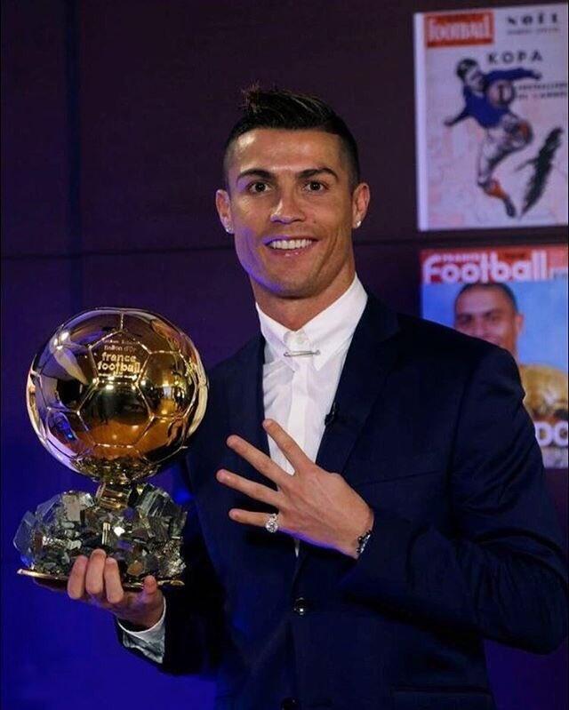 Cristiano Ronaldo khoe anh gianh Qua bong vang 2016 hinh anh 1