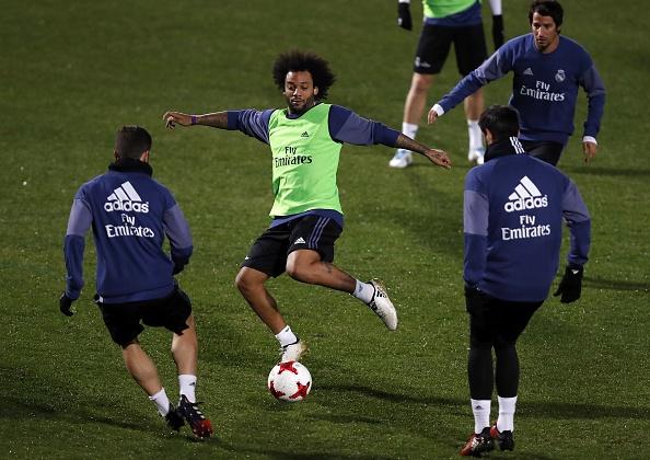 Ronaldo cuoi tuoi tren san tap anh 8