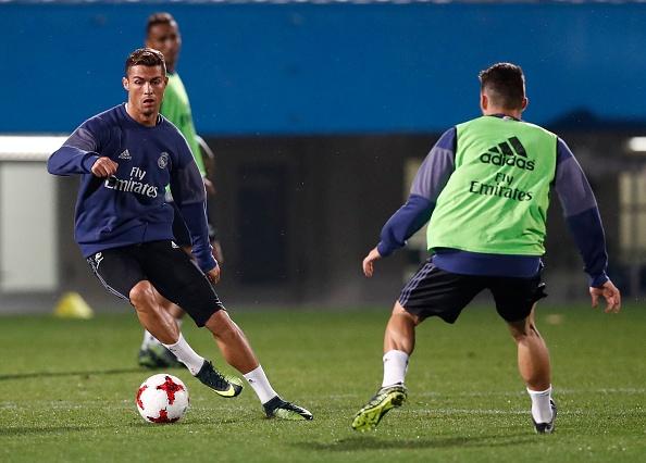 Ronaldo cuoi tuoi tren san tap anh 5