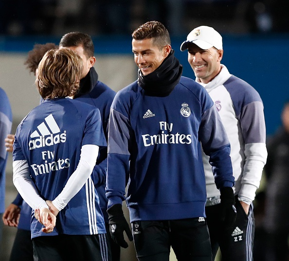 Ronaldo cuoi tuoi tren san tap anh 3