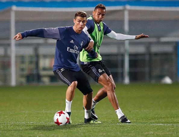 Ronaldo cuoi tuoi tren san tap anh 7