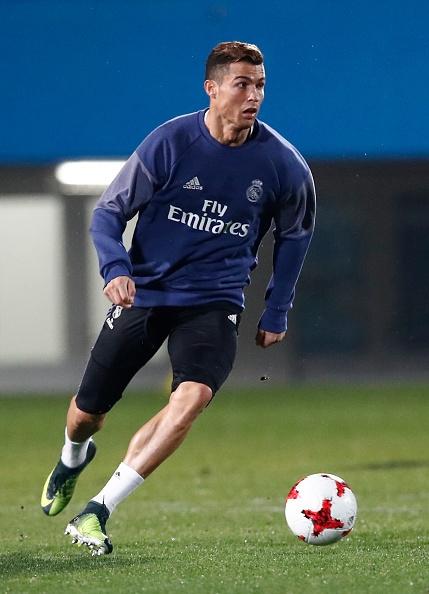 Ronaldo cuoi tuoi tren san tap anh 4