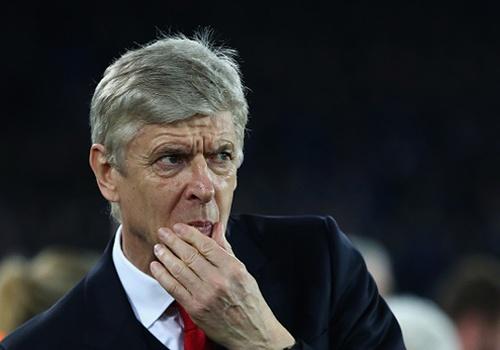 'Arsene Wenger luon do loi cho trong tai' hinh anh