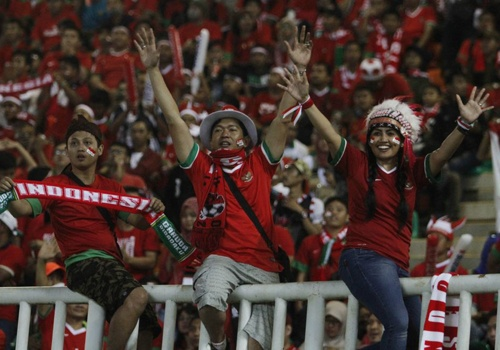 Fan Indonesia treo rao co vu doi nha danh bai Thai Lan hinh anh